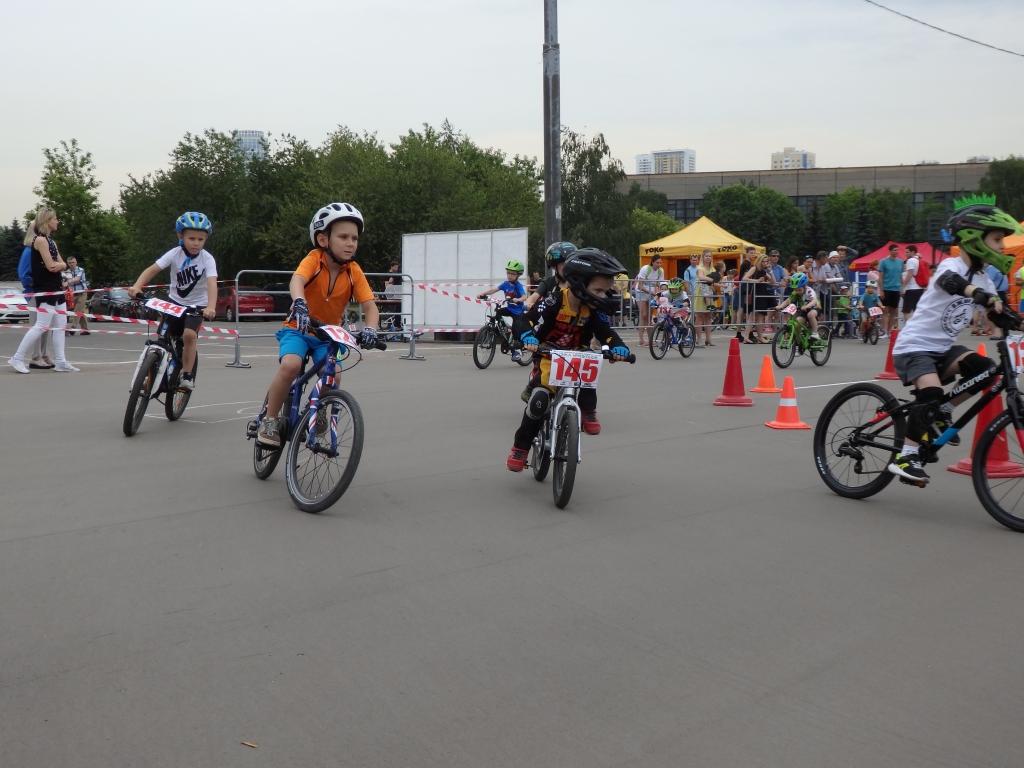 Детские соревнования по беговелу и велосипеду